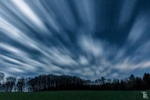 Wolkenzug am Nachthimmel