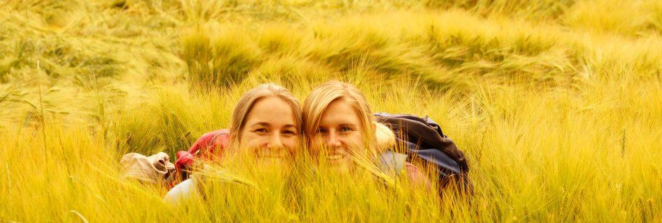 2 Girls im Kornfeld
