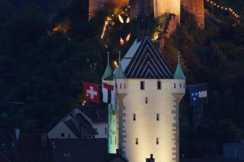 Stadtturm im Festkleid