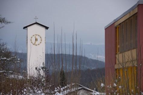 Kirchturm und Schulhaus