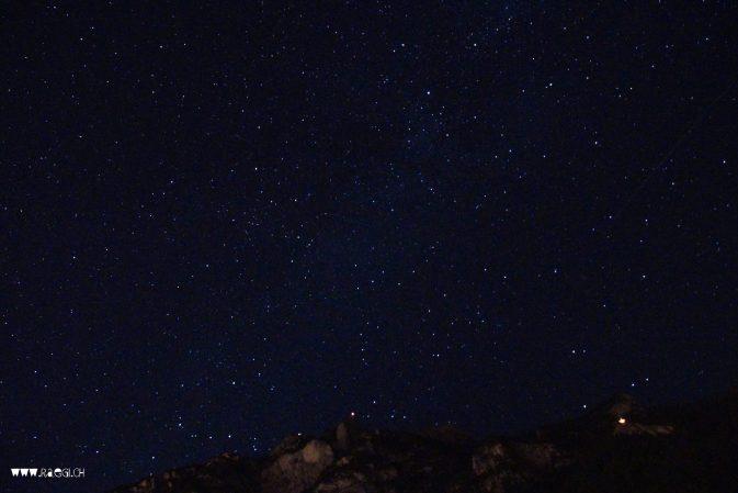 Sternennacht mit Höhenfeuer