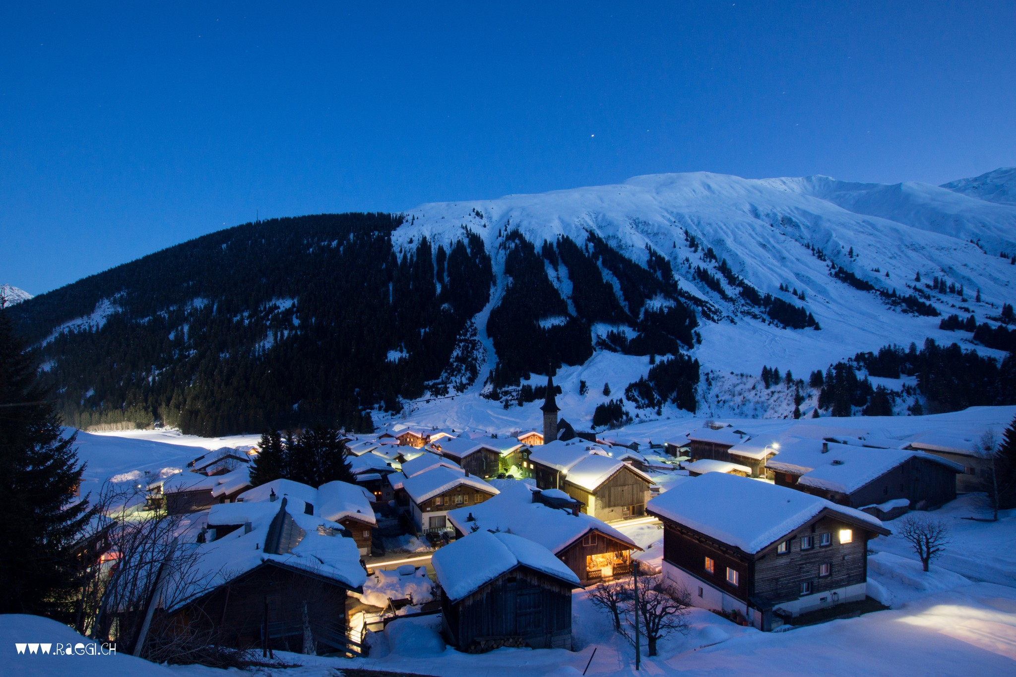 Rueras by night
