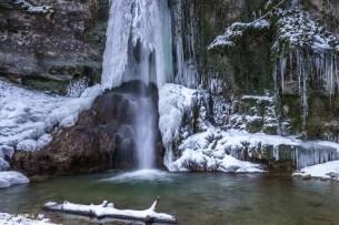 Gefrorener Wasserfall