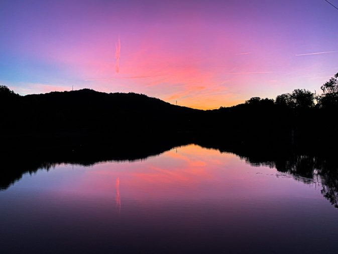 Morgenrot an der Limmat in Killwangen