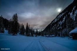 Vollmond Nacht im verschneiten Glarnerland
