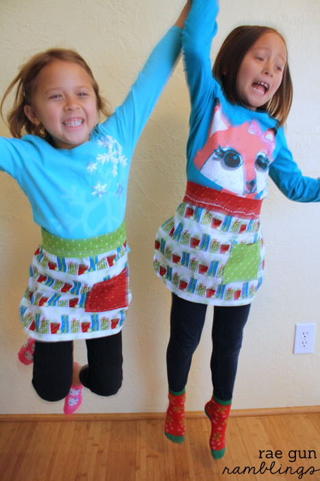 Free kid's apron pattern great for beginners - Rae Gun Ramblings