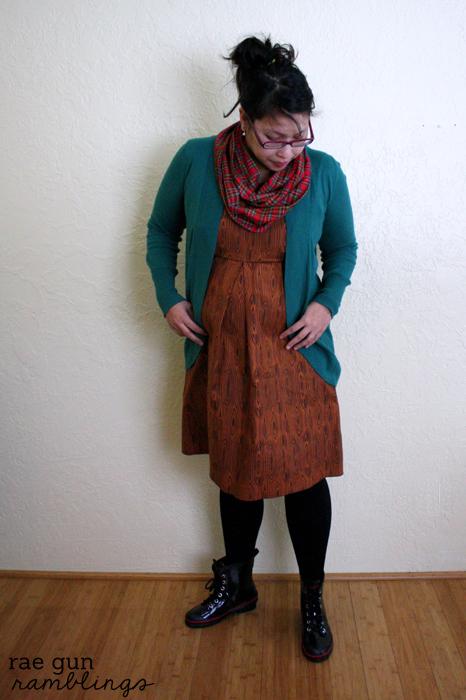 Single Pleat Maternity Dress-002s