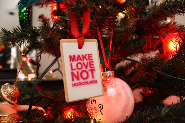 Quick and easy Christmas ornaments for book nerds with free printables #harrypotter #hungergames - Rae Gun Ramblings
