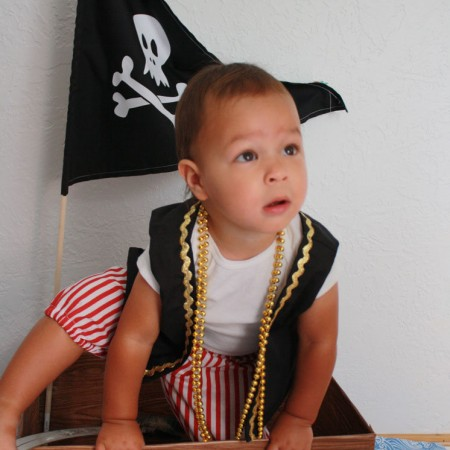 Too cute! Pirate ship made from old diaper box. 30 minute DIY tutorial