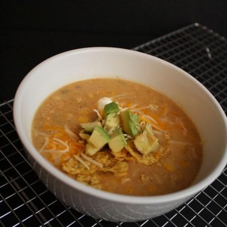 Hands down the best crock pot white chili recipe. Super yummy weeknight dinner idea