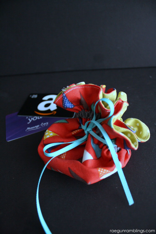 Super cute DIY bag. 20 minute tutorial great gift card holder