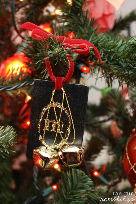 Easy and cute monogram Christmas ornaments. Great DIY gift idea