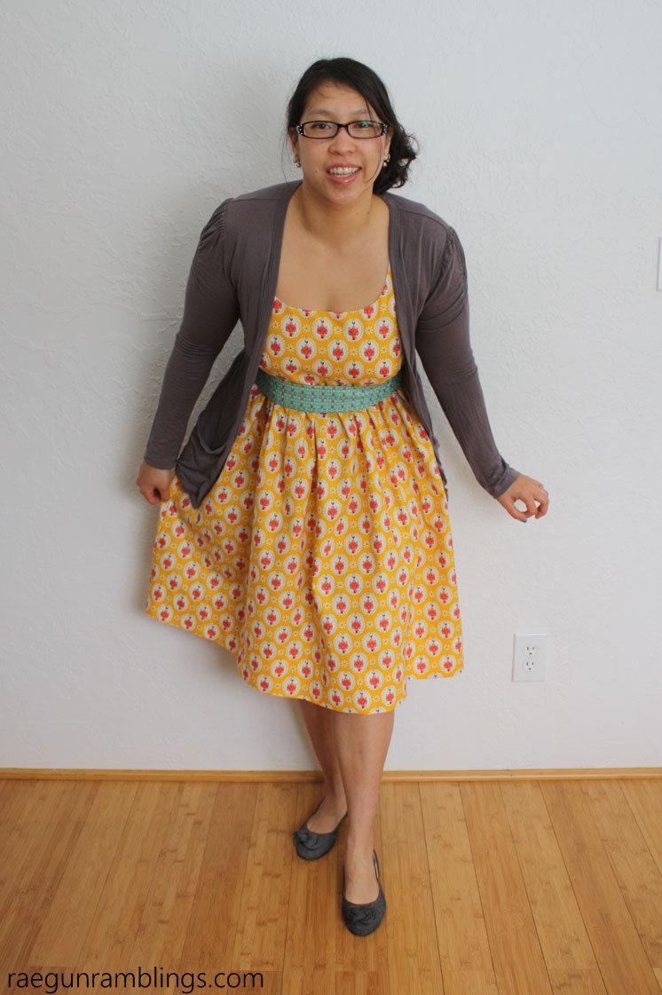 Darling DIY sewing dress. Elastic back panel tutorial for flexible fit (like maternity).