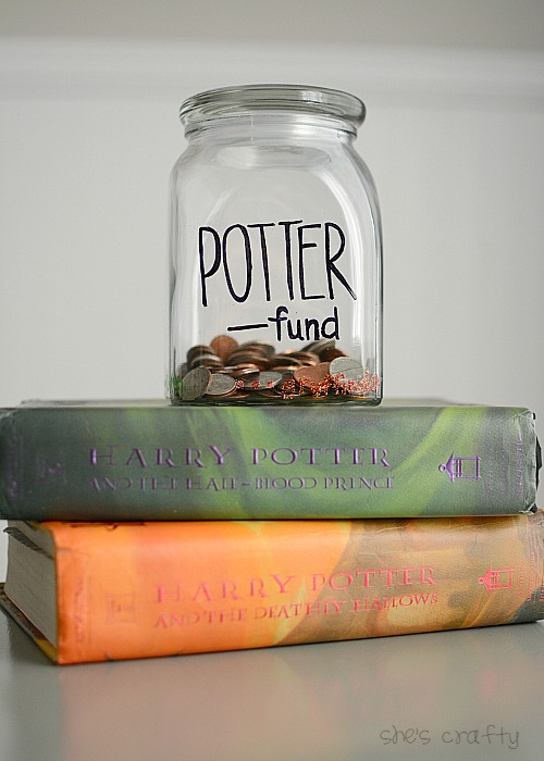 Love this idea for those saving for a vacation to the wizarding world of harry potter. Potter fund jar tutorial