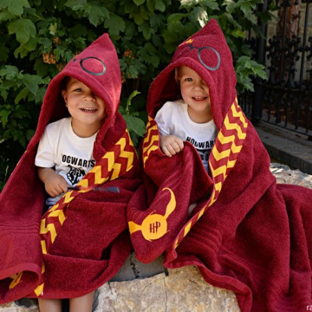 Dying of cuteness. We need these quidditch robes Harry Potter hooded towels! Great sewing tutorial and where to purchase.