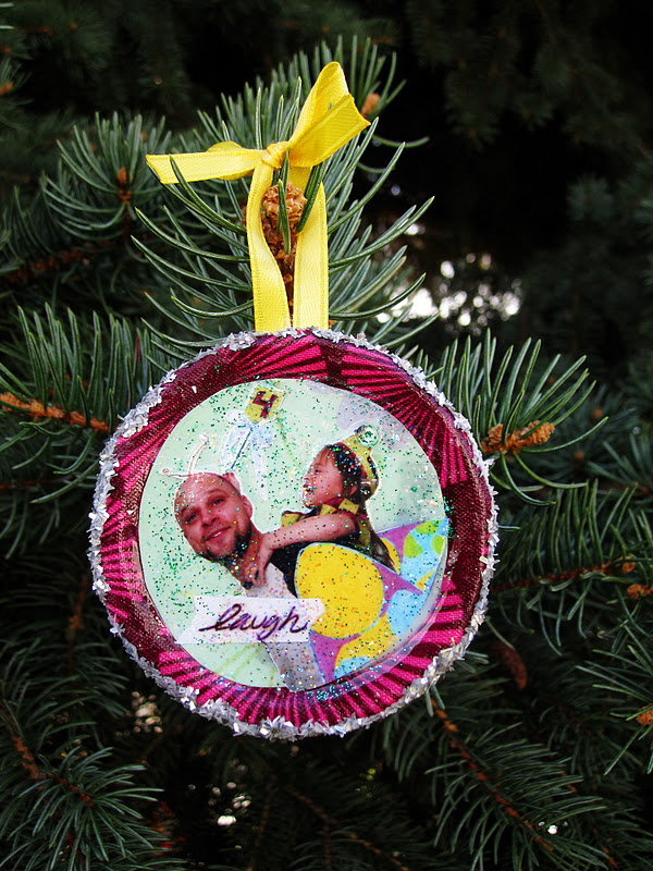 Easy mini collage ornaments using recycled mason jar lids. Christmas craft tutorial