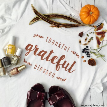 Love this Thanksgiving shirt. Such cute style idea and festive for the holiday.