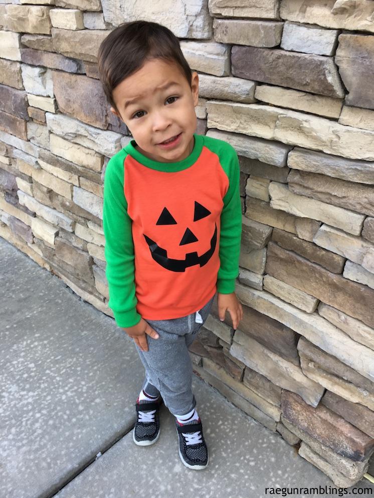 Adorable DIY kids raglan shirt with free jack-o-lantern face design