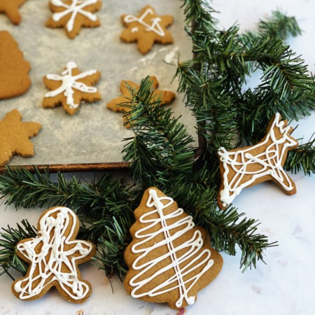 drizzle decorated gingerbread cookies