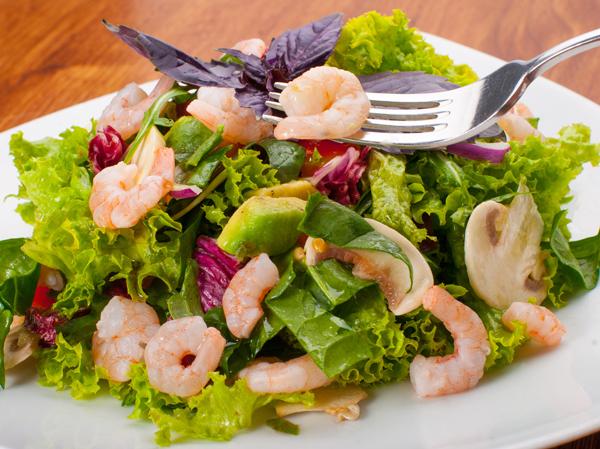 Dalle passerelle la ricetta modaiola per un'insalata unica con avocado