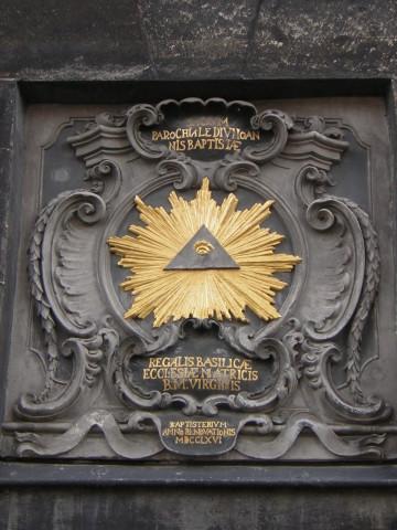 Allsehendes Auge am Tor des Aachener Dom.