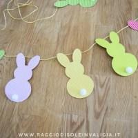 Ghirlanda pasquale di coniglietti colorati