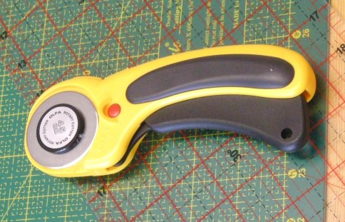 A Retractable Rotary Cutter