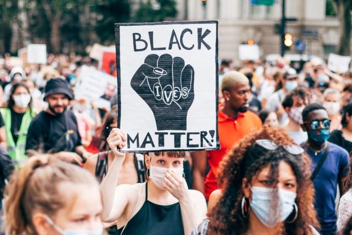 black-lives-matter-bergamo-lancia-una-protesta-contro-la-rai