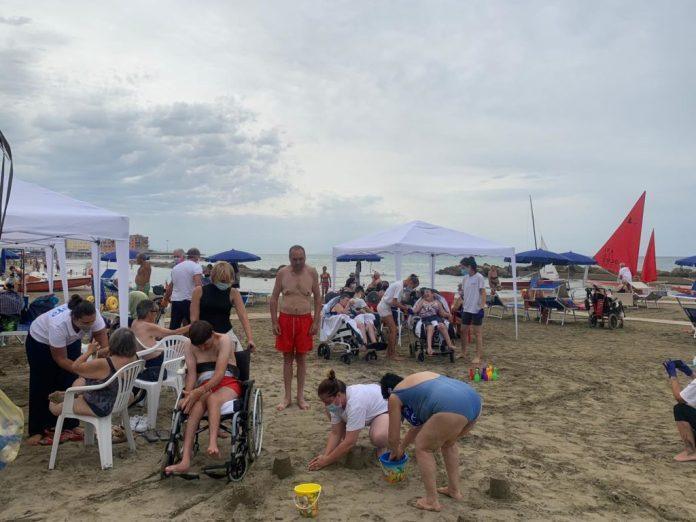 il-ministro-stefani-visita-la-spiaggia-di-asl-roma-6-con-l'assessore-d'amato