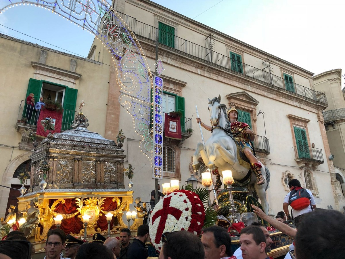 Un bagno di folla per San Giorgio in quasi 50mila per il patrono