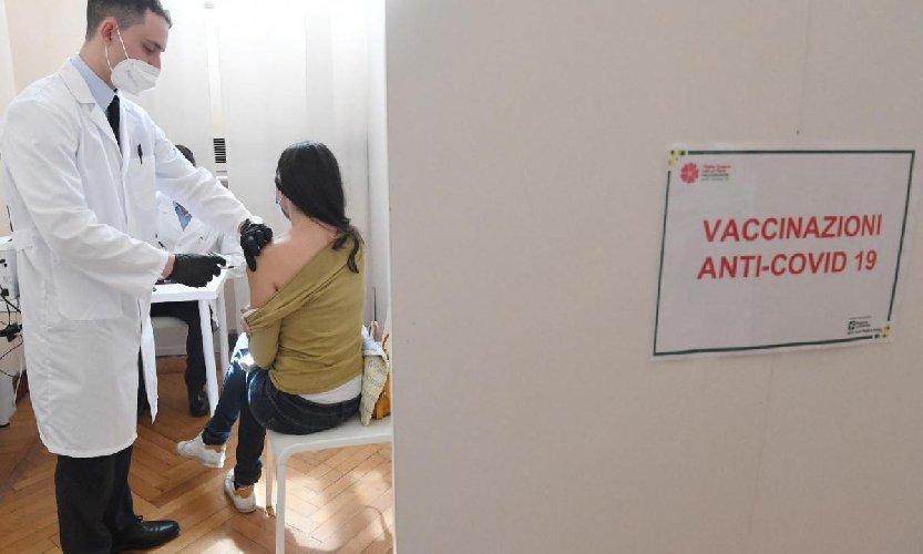 Vaccini Sicilia: via alle prenotazioni over 40, che siero sceglieranno?