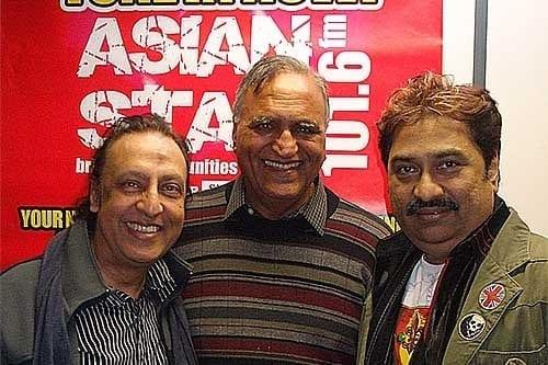 Bali-Brahmabhatt-Rahi-Bains-and-Kumar-Sanu-at-Asian-Star-Radio-Slough