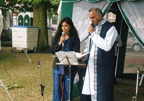 Glimpse of Karaoke singing Rahi Bains at the Southampton Mela