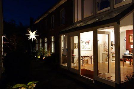 Innenhof am Abend mit Herrenhuter-Stern