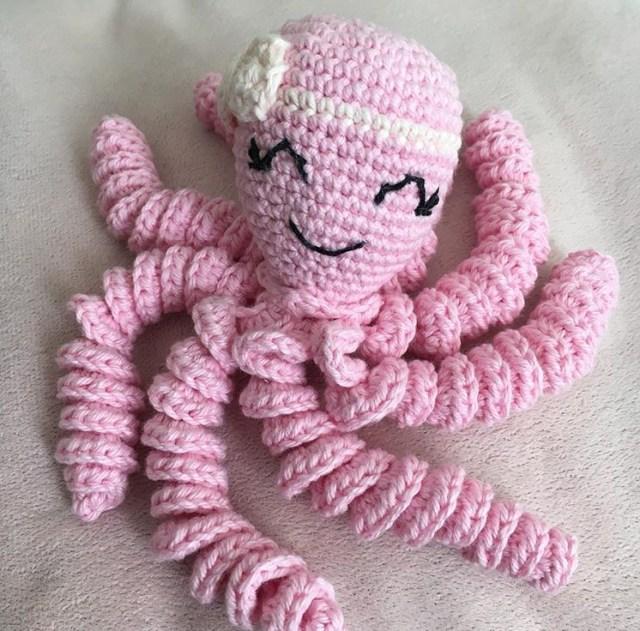 Polvo Rosa feito em crochê amigurumi