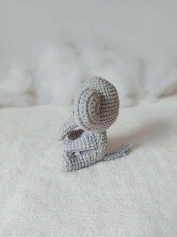 Elefante Amigurumi Rosi Barros Lado
