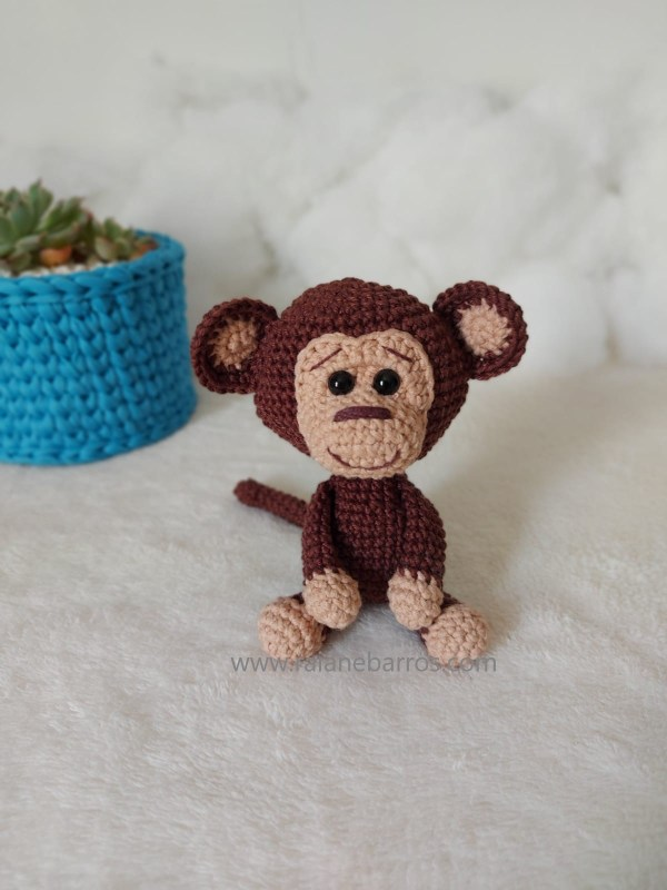 Macaco Amigurumi Baby Sentado Frente Rosi Barros