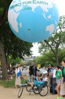 The Mercy for Earth balloon before the march.