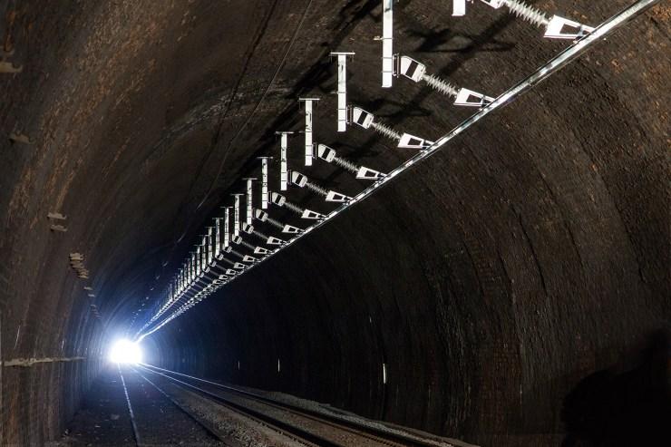 Hasil gambar untuk rigid overhead catenary