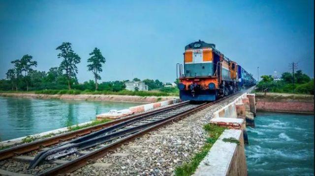 hindistan ekonomisi ve rayli sistem yatirimlari