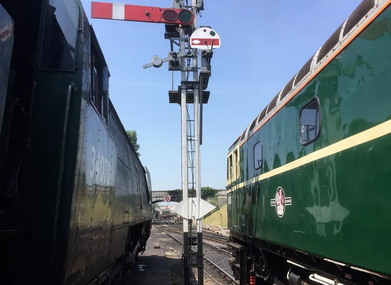 SSLs 34070 Manston alongside D6515