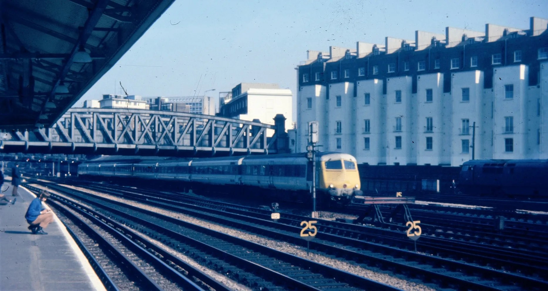 Metro Cammell Pullman - Royal Oak station - British Railway photo