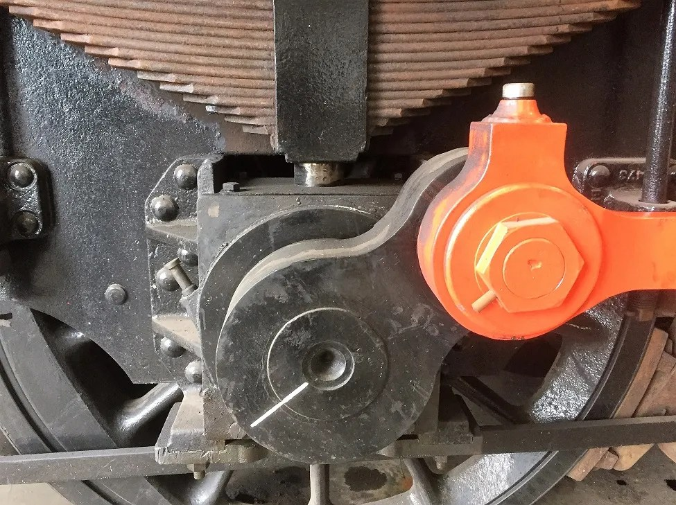 Aligned crank on one axles of D3935 (08767) - Class 08 shunter locomotive
