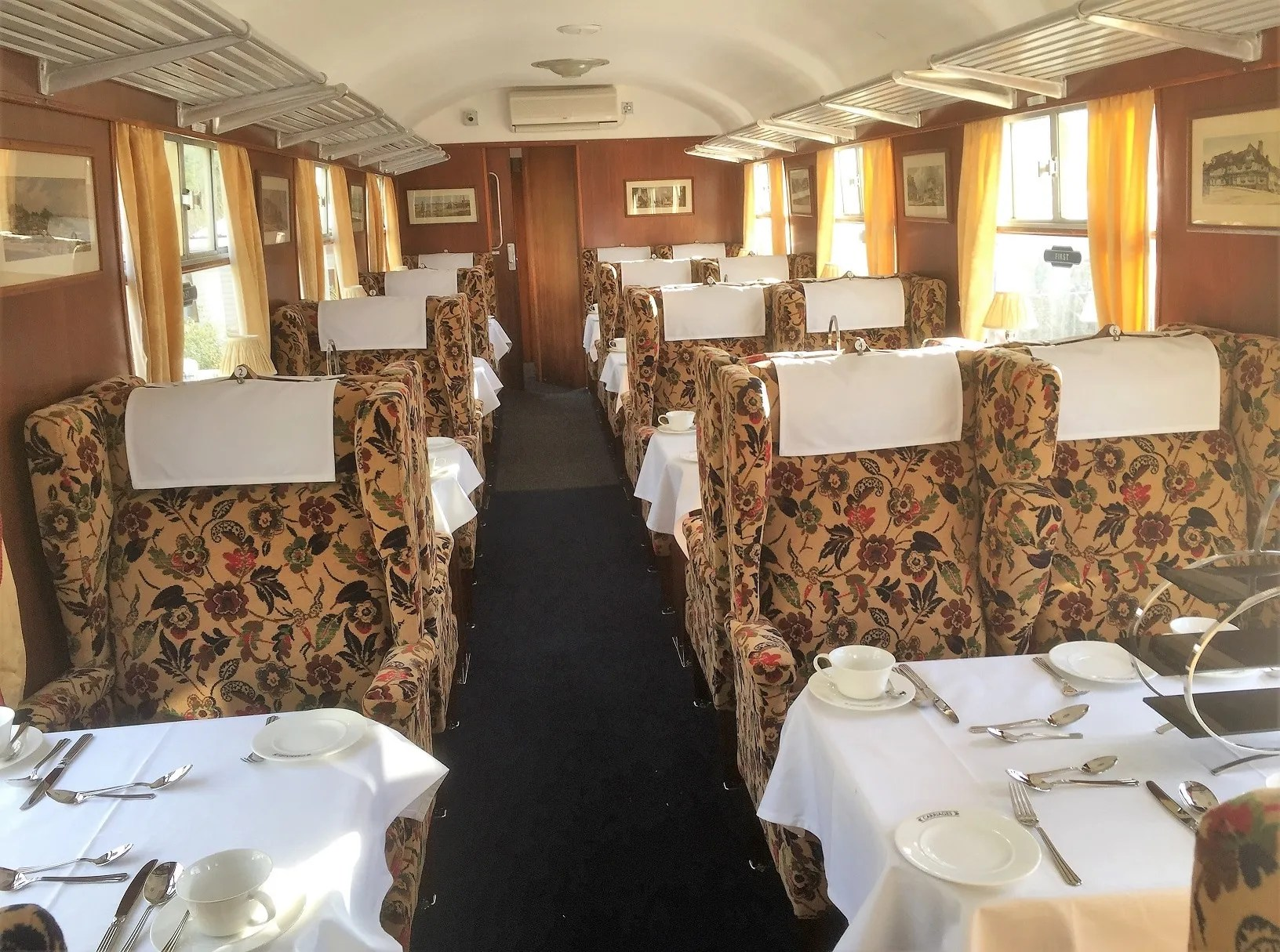 First Class Pullman carriage restaurant interior of FO S3065 Louis