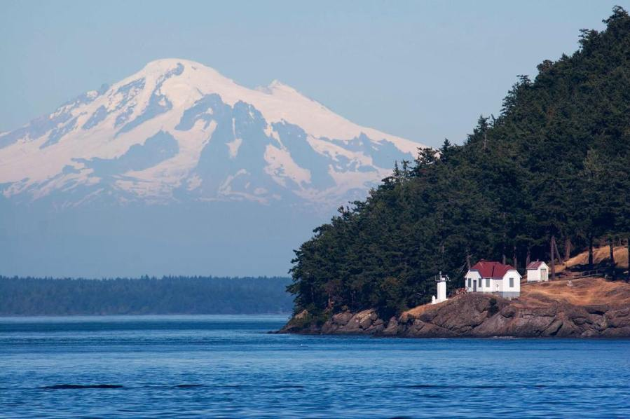 A view of Mount in Washinton on a clear day on the Salish Sea