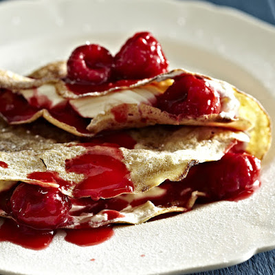 raspberry and cream pancakes