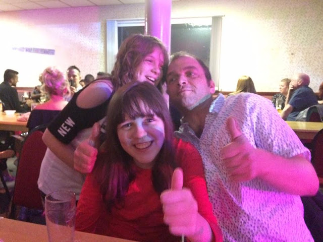 Dad and the two girls giving me the thumbs up sign
