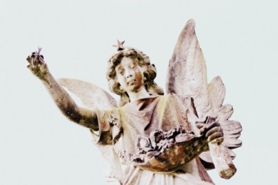 A gravestone angel