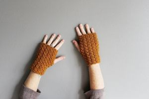 filigree driving gloves