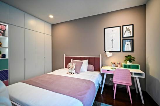 child's bedroom in shades of pink and beige when redecorating